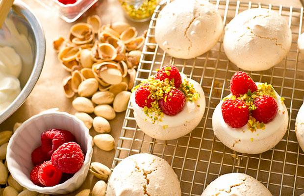 raspberry_pistachio_pavlova_5